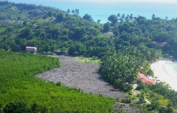 la mangrove détruire derrière abaka bay